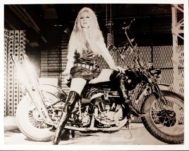 Siebdruck Young - Brigitte Bardot sur sa Harley Davidson