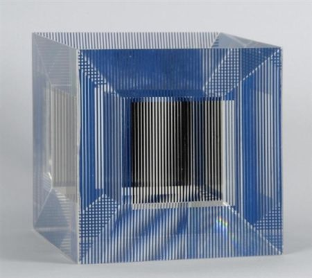 Multiple Soto - Cube with Ambiguous Space