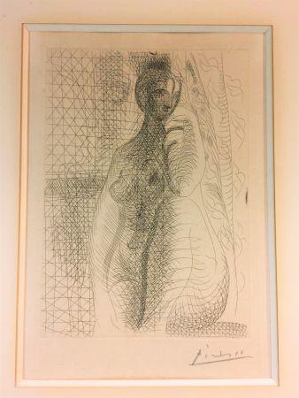 Radierung Picasso - Femme nue a la jambe plièe