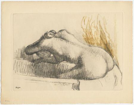 Radierung Und Aquatinta Degas - Femme se lavant dans sa baignoire (vers 1892)