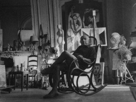 Fotografie Blum - Picasso dans son atelier