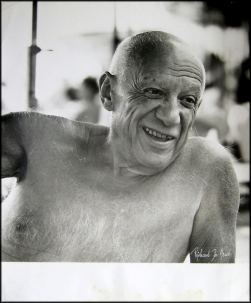Fotografie Picasso - Portrait of the artist smiling