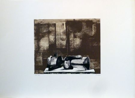 Lithographie Moore - Reclining figure architectural background IV