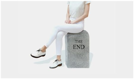 Keine Technische Cattelan - The End (granite)